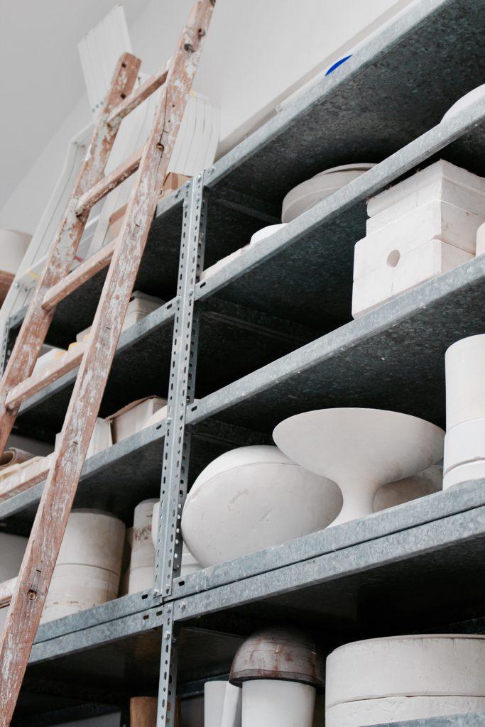 Regel mit Keramik-Rohlingen
