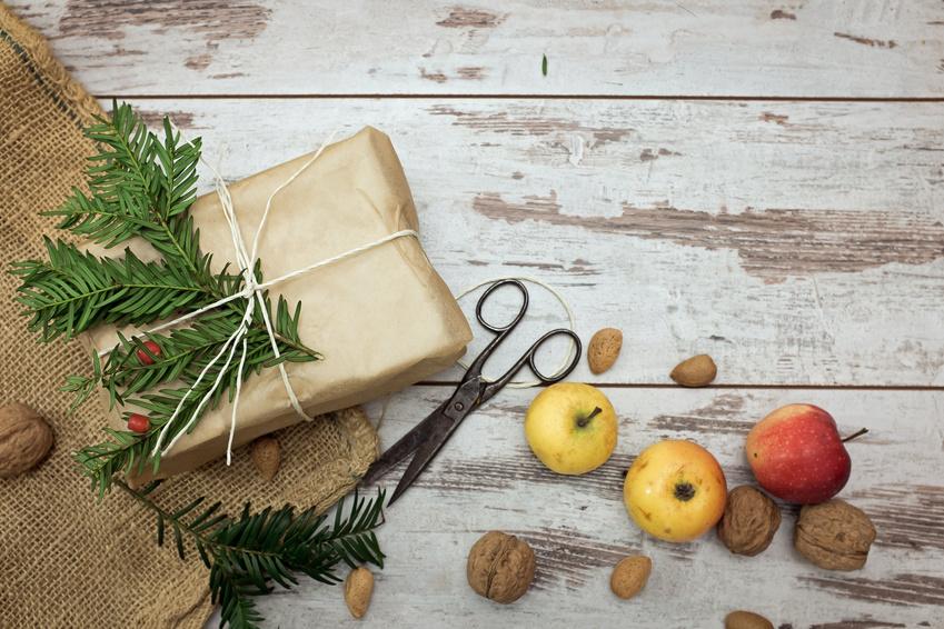 Weihnachtsbräuche - Geschenke verpacken