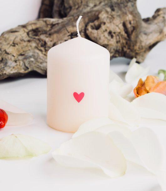 Valentinstag Geschenke: Motivkerze Herzchen