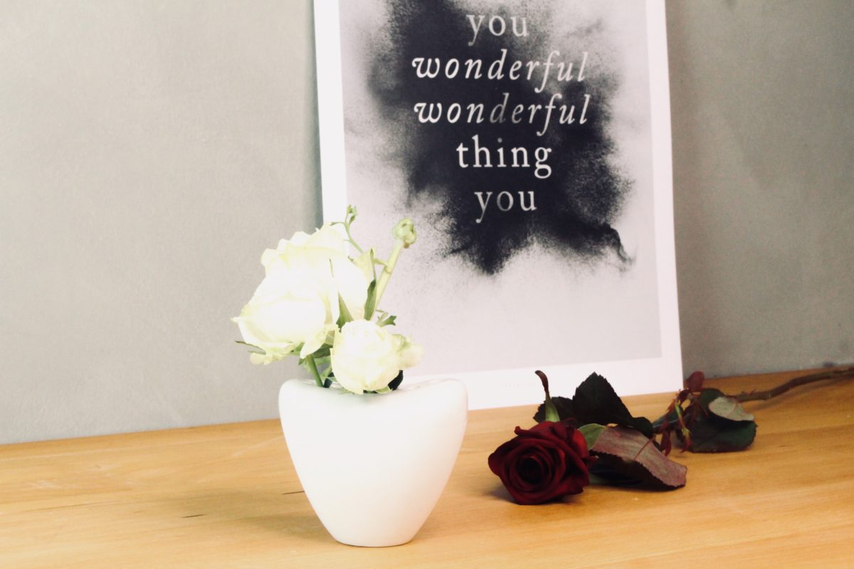 Valentinstag Geschenke: Porzellanvase Herz
