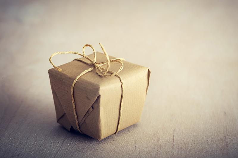 Geschenkideen: Kleines Geschenk verpackt
